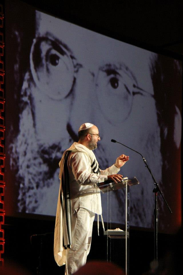 Michael Berg during the playing of Rav Ashlag's audio recordings